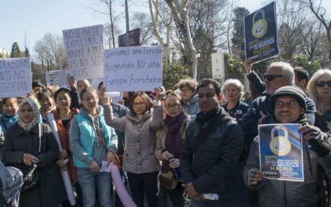 生命不该被漠视——马德里举行游行活动为难民的生存呼吁