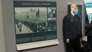 70年前共产党执政 捷克不忘过去哀悼受难者