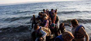 【专题报道】找寻希望——《追风筝的人》作者、联合国难民署亲善大使胡塞尼探访地中海移民和难民