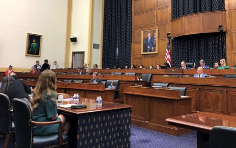 美国联邦众议院外交事务委员会周三(9月25日)在无人反对的情况下,表决通过《香港人权与民主法案》,将排期提交众议院大会审议。